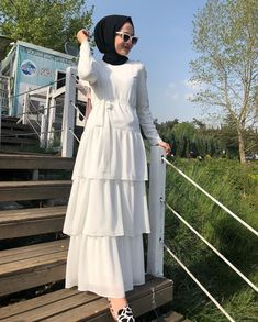 The 20 Most Beautiful White Hijab Evening Dresses Modern Hijab Fashion, Islamic Fashion, Abaya Fashion, Muslim Fashion, Fashion Dresses, Hijab Dress Party, Hijab Style Dress, Abaya Style, Mode Abaya