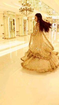 Wedding Dance Video, Indian Wedding Video, Pakistani Fashion Casual, Pakistani Models, Cute Songs, Pakistani Bridal Dresses, Pakistani Dress Design, Freckle Remover, Insta Image