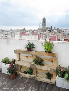 Recycled Pallet Garden | 30 Creative DIY Ways To Show Off Your Plants