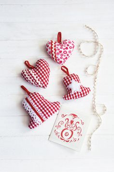Red and White Christmas decorating theme  image 15