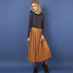 This beautiful pleated skirt is now in store! 👌🏻 Combine it with your favourite knit and some boots. Pleated Skirt, Midi Skirt, Style Personnel, Zara, Beautiful Women, Skirts, Shopping, Collections, Boots