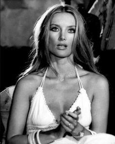 Old Hollywood Glamour, Vintage Hollywood, Classic Hollywood, Classic Actresses, Hollywood Actresses, Beautiful Actresses, Barbara Bouchet, Bond Girls, Musa