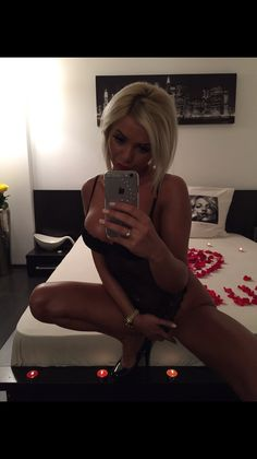 High Class Mary  #dubai #blonde #UAE #emirates #beauty #highheels  #selfie #selfiequeen