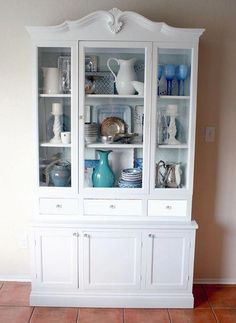 Hutch transformation (almost finished) from Remodelaholic. I really liked this and it brings some inspiration for arranging dishes in my china cabinet. White Furniture, Painted Furniture, Diy Furniture, Furniture Design, Hutch Makeover, Furniture Makeover, Hutch Redo, Dresser Makeovers, Vaisseliers Vintage