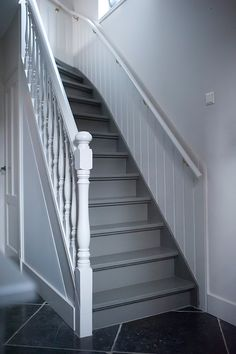 The Best 2019 Interior Design Trends - DIY Decoration Ideas Staircase Banister Ideas, Staircase Design, Painted Staircases, Painted Stairs, Flur Design, Hallway Inspiration, Small Space Interior Design, House Stairs, Paint Colors For Living Room