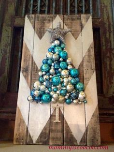 The chevron trend is still holding strong, so why not incorporate it into your Christmas pallet project?
