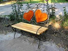 20 Creative Garden Benches Inspiring New Ideas for Garden Design Heart In Nature, Heart Art, I Love Heart, Happy Heart, Take A Seat, Love Seat, Felt Hearts, Outdoor Projects, Outdoor Crafts