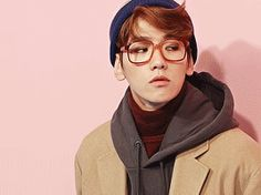 baekhyun waiting for me on our first date.