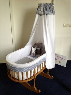 Afbeeldingsresultaat voor bekleding houten wieg Baby Boy Rooms, Baby Bedroom, Baby Cribs, Baby Crib Designs, Cradles And Bassinets, Baby Hammock, Baby Doll Toys, Baby Chair, Baby Box