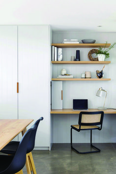 Cute way to bring in shelving in the girls room / or little desk nook - storage - yes please! - Cute way to bring in shelving in the girls room / or little desk nook - Home Office Space, Home Office Design, Home Office Decor, Ideas For Spare Room Office, Office Workspace, Kitchen Desk Areas, Kitchen Desks, Kitchen Office Nook, Desk Nook