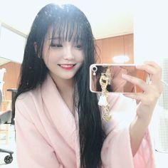 Korean Girl Photo, Cute Korean Girl, Asian Girl, Mode Ulzzang, Ulzzang Korean Girl, Aesthetic Grunge Black, Aesthetic Girl, Girls In Love, Cute Girls