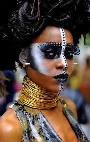 Make-Up Burning face futurist Makeup man Paint Style tribal Tribal face paint futurist burning man style makeup African Tribal Makeup, African Beauty, Krieger Make-up, Tribal Face Paints, Professionelles Make Up, Burning Man Fashion, Maquillage Halloween, Afro Punk, Black Women Art