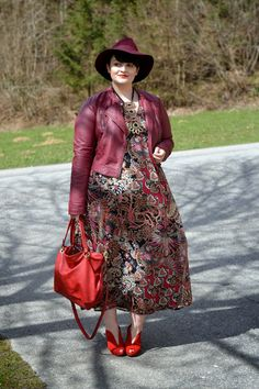 Curvy Claudia: Easter Outfit: Paisley Dress & Faux Leather Jacket