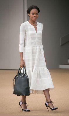 Naomie Harris's Burberry Prorsum Spring 2015 Show Burberry Resort 2015 White Dress. Winter Fashion Outfits, Look Fashion, Summer Outfits, Fashion Dresses, Summer Dresses, Fashion Design, Fashion Trends, Business Mode, Business Outfit