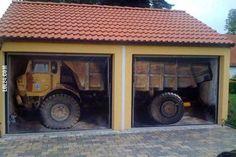 Jak on tam wjechał? Pomysłowe drzwi do garażu # jak on tam wjechał #pomysłowe #drzwi #garażu