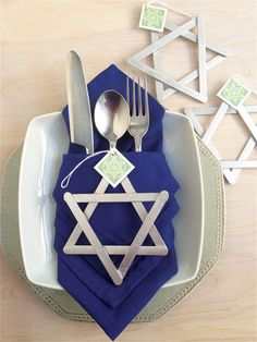 Hanukkah Just Wouldn't Be The Same Without The Star Of David And This Round Up Will Show You All Sorts Of Lovely Ideas You Can Do With Them!