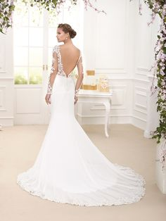 Novia D'art 2016 collection. Beautiful wedding dress with stunning low back detail.