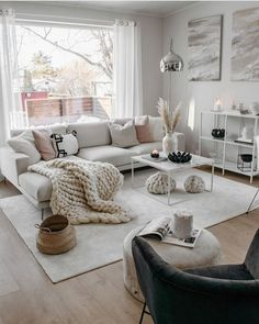 small apartment decorating 768426755159942375 - 13 best solution small apartment living room decor ideas Source by Small Apartment Living, Small Apartment Decorating, Small Living Rooms, Home And Living, Living Room Designs, Apartment Design, Living Room With Carpet, Modern Living, Minimalist Living