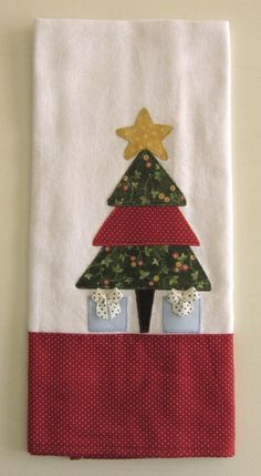 Lindo Pano de prato com apliques natalinos, pano alvejado de muita qualidade. by gena Christmas Applique, Christmas Sewing, Christmas Crafts, Christmas Decorations, Christmas Ornaments, Holiday Decor, Christmas Towels, Dish Towels, Tea Towels