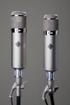 Old School Microphone, Vintage Microphone, Studio Equipment, Studio Gear, Home Recording Studio Setup, Learn Singing, Audio Engineer, Perfect Music, Recording Equipment