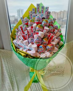Cute Birthday Gift, Birthday Candy, Diy Birthday, Candy Gift Baskets, Candy Gifts, Milka Chocolate, Candy Bouquet Diy, Cute Gifts For Friends, Edible Bouquets
