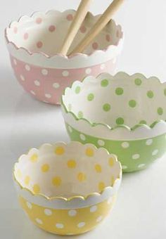 ♥♥ pastel polka dot bowls with scalloped edges