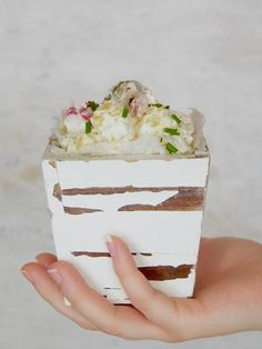 Samettinen perunasalaatti — Peggyn pieni punainen keittio Vanilla Cake, Tiramisu, Good Food, Pudding, Ethnic Recipes, Desserts, Tailgate Desserts, Deserts, Custard Pudding