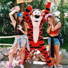 i wanna meet tigger ☾♡ Go Best Friend, I Love My Friends, Best Friend Goals, Best Friends Forever, Bff Pictures, Best Friend Pictures, Friend Photos, Disney Pictures, Disney World Trip