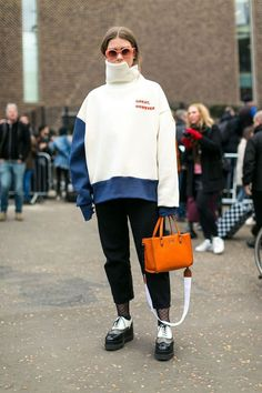 The Best Street Style from London Fashion Week London Street Style Spring 2019 – The Best Street Style from London Fashion Week London Fashion Weeks, London Fashion Week Street Style, Best Street Style, Tokyo Street Fashion, Street Style 2017, Street Style Trends, Autumn Street Style, London Street, Street Styles