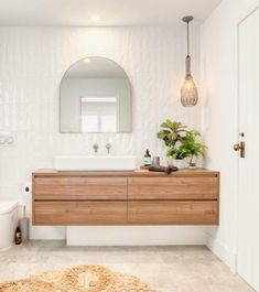 Anyone else feel like hanging out in this bathroom ALLL weekend? 😂 It has everything we love about a stunning bathroom. Bathroom Interior, Bathroom Ideas, Hanging Out, Bathtub, Home, Bathrooms, Interiors, Texture, Board