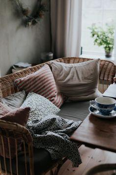 Interior Design Living Room, Living Room Decor, Autumn Interior, Amazing Spaces, Cozy Living, Autumn Home, Interior Design Inspiration, Cozy House, House Styles