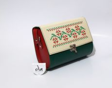Geanta piele naturala brodata manual Leather Bags Handmade, Traditional, Embroidery, Beautiful, Ideas, Needlework, Drawn Thread, Thoughts, Stitch