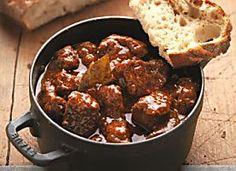 Ungarisches Gulasch mit Paprika und Majoran Rezept | Küchengötter …