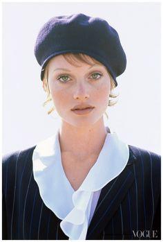 https://pleasurephoto.files.wordpress.com/2012/10/photographed-by-arthur-elgort-vogue-1993-amber-valletta.jpg