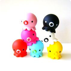 Takochu vinyl toys  / by ©Pine Create./ http://www.pine-create.jp/takochu/index.html