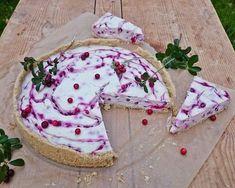 Vegaaninen puolukka-kookosjuustokakku Vegan Cheesecake, Rhubarb Pie, Good Food, Fun Food, Margarita, Camembert Cheese, Biscuits, Frozen
