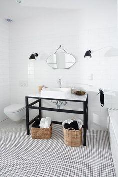 Blanco y negro en el baño