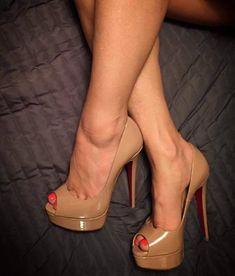 Just stunning shoes Hot High Heels, Platform High Heels, Sexy Heels, High Heel Boots, Pumps Heels, Heeled Boots, Stiletto Heels, High Heel Models, Talons Sexy