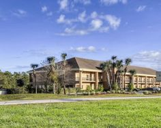 Book Your Stay At The Quality Inn Hotel In Weeki Wachee Florida This Near Springs Offers Free Breakfast And Wi Fi More