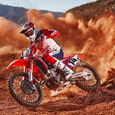 Honda announces the official 2019 Honda HRC Supercross Team. No surprises with Ken and Cole. We are just excited to see them healthy and ready for SX! Link in bio for more. Ktm Dirt Bikes, Honda Dirt Bike, Cool Dirt Bikes, Motorcycle Dirt Bike, Dirt Bike Girl, Dirt Biking, Motocross Love, Motocross Girls, Motocross Racing