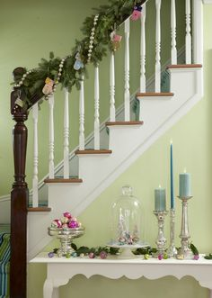 nice bannister photos: Ira Garber for Yankee Magazine Holidays In England, Holiday Crafts, Holiday Decor, Homemade Crafts, Vintage Holiday, Holiday Photos, Merry And Bright, Wall Colors, Girl Room