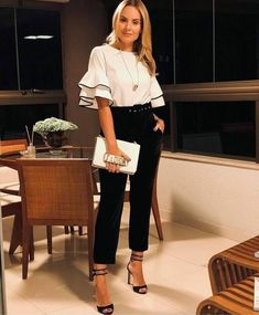 Look Office, Office Looks, Business Outfits Women, Business Fashion, Classic Work Outfits, Trendy Outfits, Fiesta Outfit, Sleeves Designs For Dresses, Fashion Vocabulary