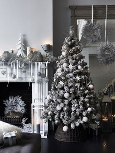 Get into the festive spirit with our round-up of the best Christmas quotes, sayings and phrases alongside stunning Christmas room decor and living room themes. Black Christmas Decorations, Christmas Stairs, Elegant Christmas Trees, Black Christmas Trees, Christmas Tree Inspiration, Xmas Tree Decorations, Christmas Room, Christmas Tree Themes, Christmas Tree Quotes