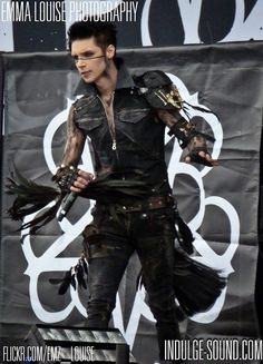 I fucking love this outfit on Andy... Like seriously it suits so well.. My fave ^w^