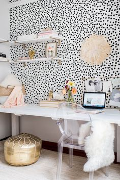 13 Kate Spade New York-inspired ideas for office decorations for HBIC , – Chic Home Office Design Home Office Inspiration, Room Inspiration, Office Inspo, Office Ideas, Office Style, Home Office Design, Home Office Decor, Office Decorations, Black And White Office