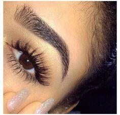 Wispy Eyelashes, Perfect Eyelashes, Beautiful Eyelashes, Natural Eyelashes, Types Of Eyelash Extensions, Eyelash Extensions Classic, Oil Free Eyeliner, Best Eyeliner, Make Up