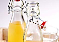 Sirup typické chuti a vůni po použitých surovinách, především po zázvoru, medu a citrónu. Hot Sauce Bottles, Lemon, Syrup