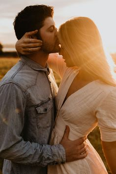 Couples Poses For Pictures, Couple Picture Poses, Couple Photoshoot Poses, Photo Couple, Couple Photography Poses, Couple Posing, Romantic Couples Photography, Romantic Couple Poses, Cute Couple Pictures