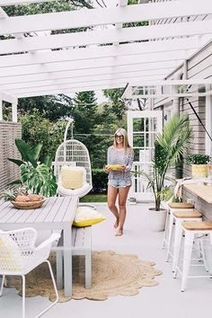 Queensland Beach House Style (Coastal Style) A splash of tropical colour! This Queensland beach house really makes my heart sing. I love the all white palette with the pops of lemon and lime. My favourite feature is the alfresco area with the ex Style At Home, Beach House Style, Beach House Decor, Beach Houses, Summer Houses, Beach Cottages, Outdoor Areas, Outdoor Rooms, Outdoor Dining