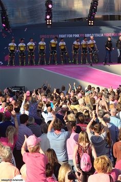 2016 #giroditalia pre-race-photos - #LottoNLJumbo presented to the fans!